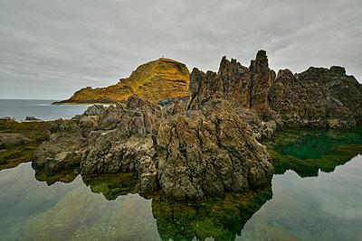 Portugal, Madeira, Rocky atlantic coast - p300m1053074f by Kontrastlicht