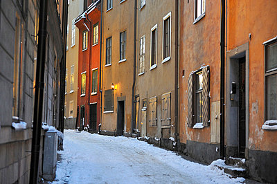 Alley through old town in winter - p575m714894 by Stefan Ortenblad