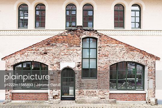 Renovierung eines Altbaus - p1222m1585893 von Jérome Gerull