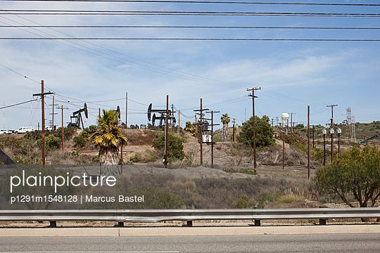 Oilfield - p1291m1548128 by Marcus Bastel