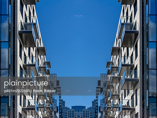 Modern apartment buildings Boston - p401m2222135 by Frank Baquet