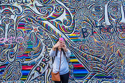 Young girl taking selfie with smart phone, Berlin, Germany - p1062m1172128 by Viviana Falcomer