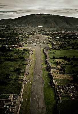 Skyview of the walk of death in Teotihuacan arqueological site. Teotihuacan, Estado de Mexico, Mexico - p343m1089733 by Marcos Ferro