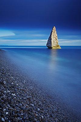 Sea Stack, Jurassic Coast, Dorset, England - p651m2007138 by Tom Mackie