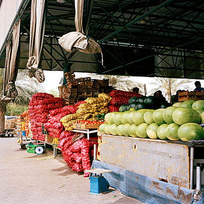 Market in Dubai - p1097m865948 by Mélanie Bahuon