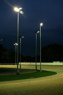 Flutlichter auf Pferderennbahn - p3880628 von L.B.Jeffries