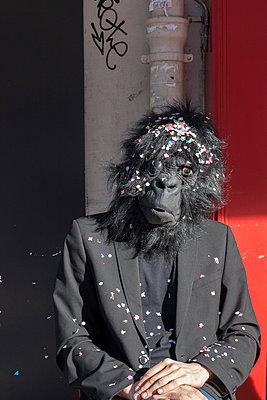 Gorilla - p596m899841 by Ariane Galateau