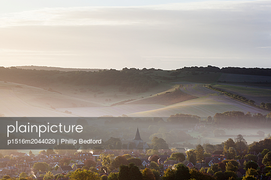Morgens, Dorf nahe Ashdown Forest - p1516m2044029 von Philip Bedford