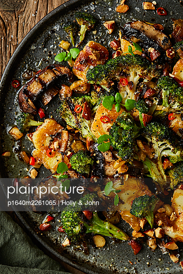 Stir-fried vegetables - p1640m2261065 by Holly & John