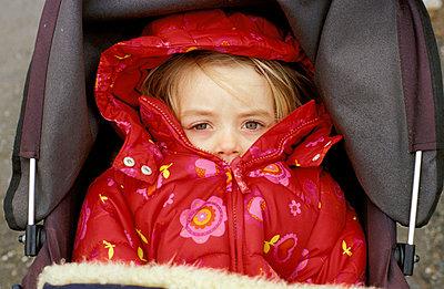 Eingemummt im Kinderwagen - p0460359 von Hexx
