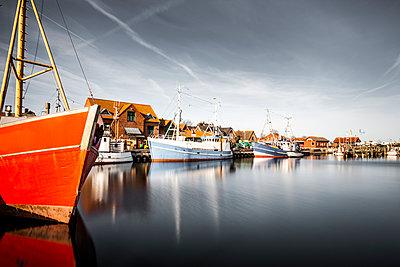 Schiffe im Hafen von Maasholm - p248m1025426 von BY