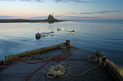 Sunset at Lindisfarne Castle, Holy Island, Northumberland, England, United Kingdom, Europe - p871m1136136 by Bill Ward