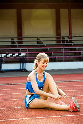 Sportive woman - p904m1031347 by Stefanie Päffgen