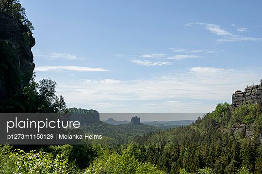 Landschaft mit Felsen, Bad Schandau, Brandenburg - p1273m1150129 von melanka