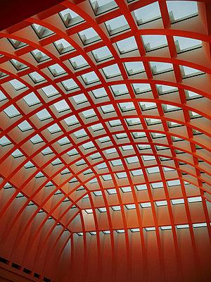 Geometric roof construction, Berlin - p1681m2263253 by Juan Alfonso Solis