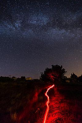 Red light torch under the Milky Way - p1682m2263433 by Régine Heintz