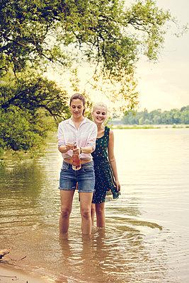 Feiern am Fluss - p904m932327 von Stefanie Päffgen