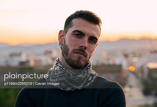 Portrait of a handsome man looking at the camera at sunset - p1166m2255210 by Cavan Images