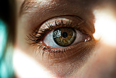 Cropped image of girl eye - p1166m2024722 by Cavan Images