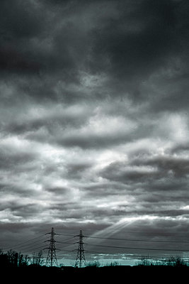 Pair of pylons and power cables - p1228m1119498 by Benjamin Harte