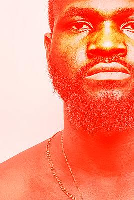 Dark-skinned man, portrait - p975m2279028 by Hayden Verry