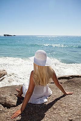 Aussicht aufs Meer genießen - p045m1446168 von Jasmin Sander