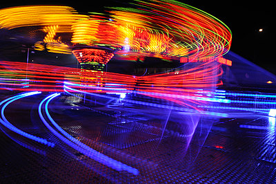 Long exposure image of fairground ride taken at night (v) - p1072m828830 by Brian Korteling