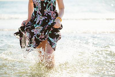 Woman splashing in the sea - p1396m1589473 by Hartmann + Beese