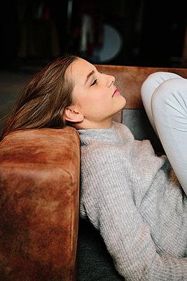 Girl relaxing on sofa - p1621m2231926 by Anke Doerschlen