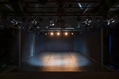 Deutschland, Berlin, Leeres Theater - p1338m2237797 von Birgit Kaulfuss