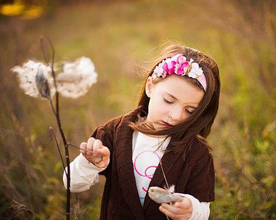 Caucasian girl examining plants outdoors - p555m1311399 by Shestock