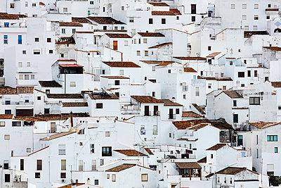 Weiße Stadt in Andalusien - p719m1559489 von Rudi Sebastian
