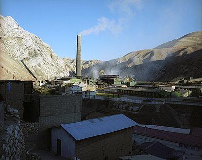 Smoke stack in Peru - p945m1476401 by aurelia frey
