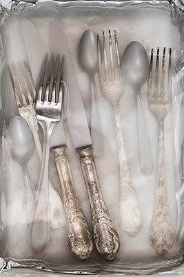 Reinigen von Silberbesteck - p1149m1131533 von Yvonne Röder