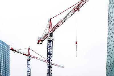 Baukräne in Frankreich - p813m1214754 von B.Jaubert