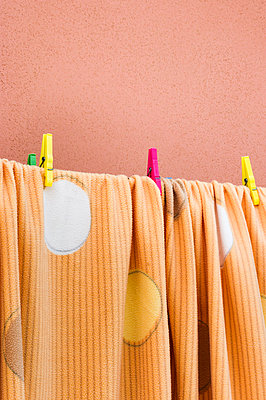 Hang laundry - p979m910130 by Lobo