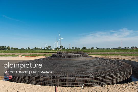 Bewehrung für Fundamente für Windkraftanlagen - p1079m1584219 von Ulrich Mertens