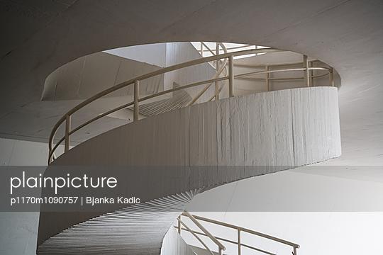 Spiralförmiges Treppenhaus - p1170m1090757 von Bjanka Kadic