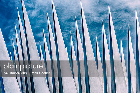 Pyramid sculpture - p401m2245308 by Frank Baquet