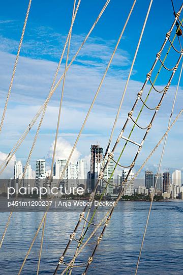 Skyline von Cartagena de Indias - p451m1200237 von Anja Weber-Decker