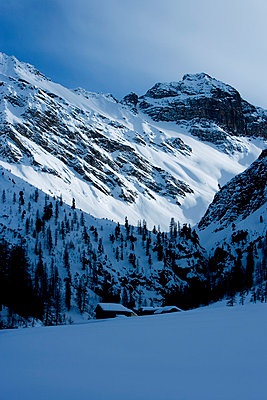 Ski Lodge - p2480670 by BY