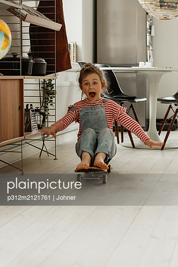 Girl on skateboard at home - p312m2121761 by Johner