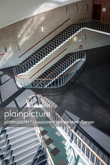 Treppenhaus - p229m2037917 von Martin Langer