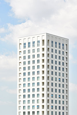 Office tower in Antwerp - p587m1155070 by Spitta Hellwig