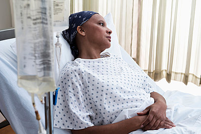 Female hospital patient in bed - p924m806874f by Cadalpe