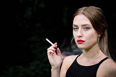 Smoking cigarette - p1149m1584934 by Yvonne Röder