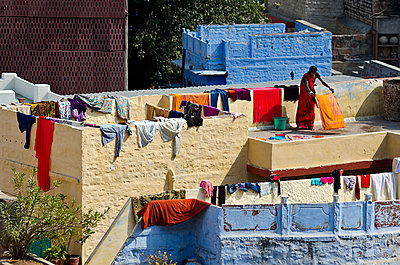 Woman Drying Laundry on Roof - p1562m2147985 by chinch gryniewicz
