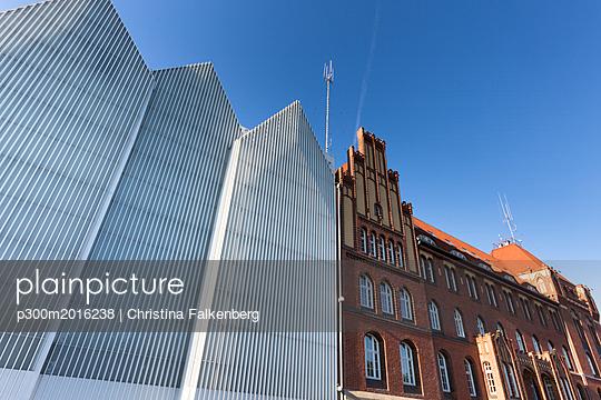 Poland, Szczecin, view to Szczecin Philharmonic and historical police headquarters - p300m2016238 von Christina Falkenberg