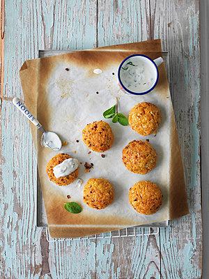 Potatoe latkes - p1134m949170 by Pia Grimbühler