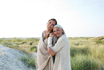 Mother and daughter take a vacation in St. Peter-Ording - p341m1487857 by Mikesch